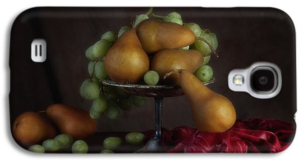 Grapes And Pears Centerpiece Galaxy S4 Case by Tom Mc Nemar