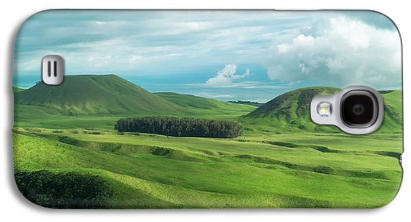 Helicopter Galaxy S4 Case - Green Hills On The Big Island Of Hawaii by Larry Marshall