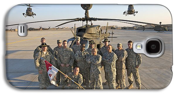 Helicopter Galaxy S4 Case - Group Photo Of U.s. Soldiers At Cob by Terry Moore
