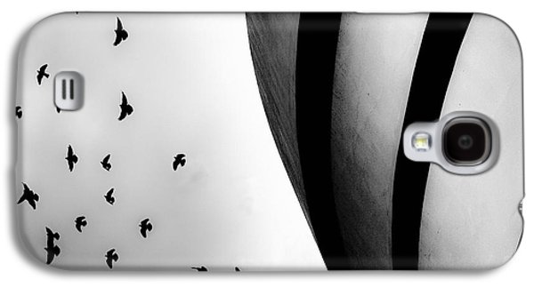 Guggenheim Museum With Pigeons Galaxy S4 Case