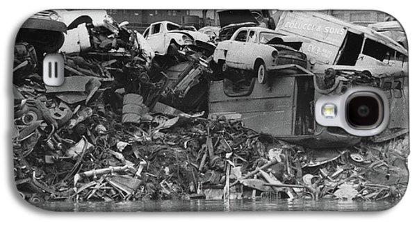 Harlem River Junkyard, 1967 Galaxy S4 Case by Cole Thompson