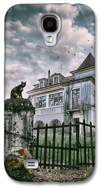 Haunted House And A Cat Galaxy S4 Case by Carlos Caetano