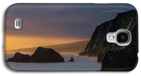 Helicopter Galaxy S4 Case - Hawaii Sunrise At The Pololu Valley Lookout by Larry Marshall