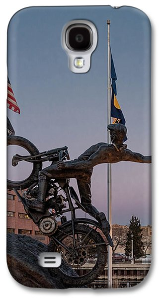 Galaxy S4 Case featuring the photograph Hill Climber Catches The Moon by Randy Scherkenbach