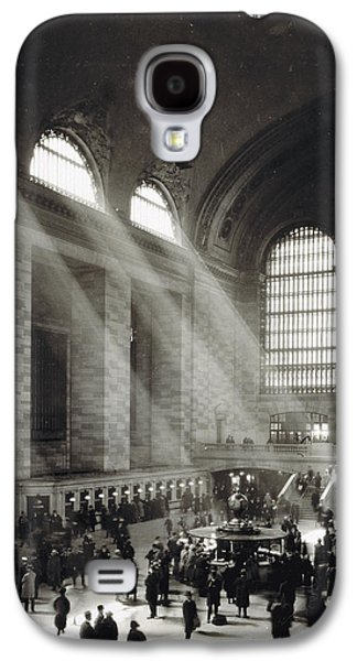 Holiday Crowd At Grand Central Terminal, New York City, Circa 1920 Galaxy S4 Case by American School