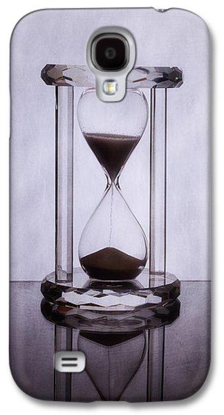 Hourglass - Time Slips Away Galaxy S4 Case by Tom Mc Nemar