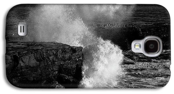 Huge Wave Breaking On The Rocks Galaxy S4 Case