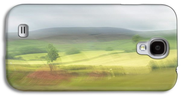 Galaxy S4 Case featuring the photograph In Yorkshire 1 by Dubi Roman