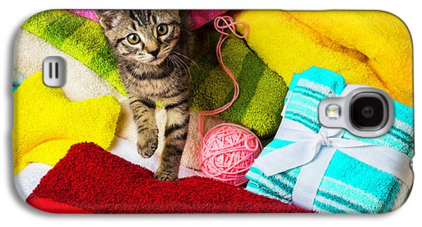 Kitten Among Bath Towels Galaxy S4 Case by Garry Gay