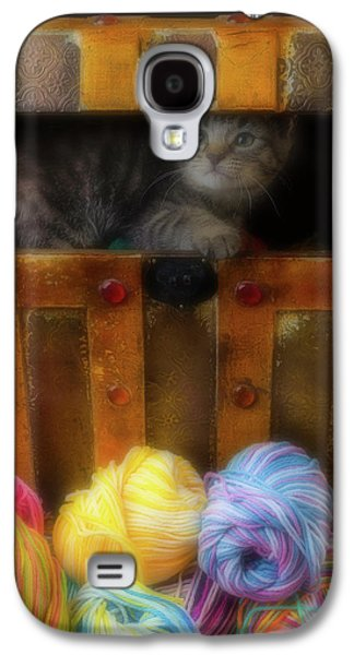 Kitten In A Box With Yarn Galaxy S4 Case by Garry Gay