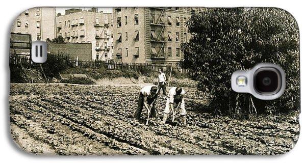 Last Working Farm In Manhattan Galaxy S4 Case by Cole Thompson