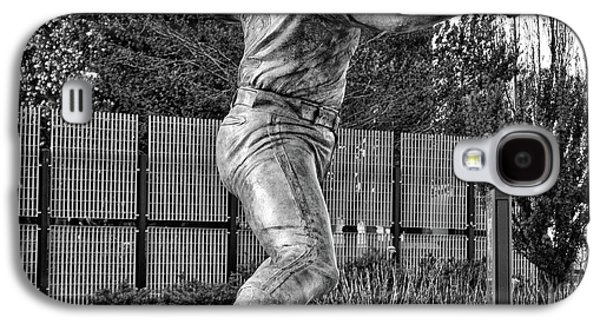Lefty - Phillie Steve Carlton In Black And White Galaxy S4 Case by Bill Cannon