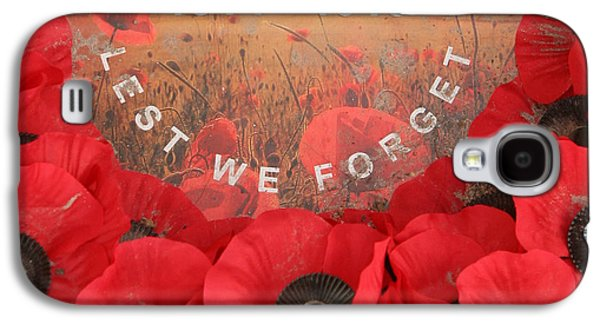 Galaxy S4 Case featuring the photograph Lest We Forget - 1914-1918 by Travel Pics