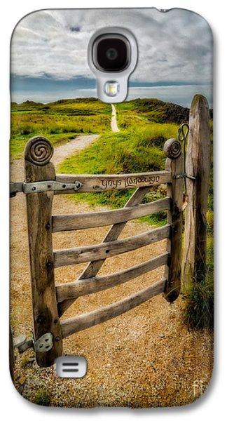 Llanddwyn Island Gate Galaxy S4 Case by Adrian Evans
