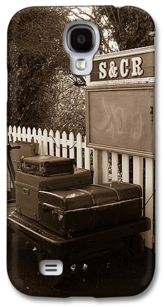 Luggage At Blunsdon Station Galaxy S4 Case by Steven Sexton