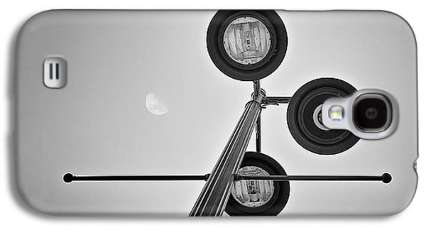 Lunar Lamp In Black And White Galaxy S4 Case by Tom Mc Nemar