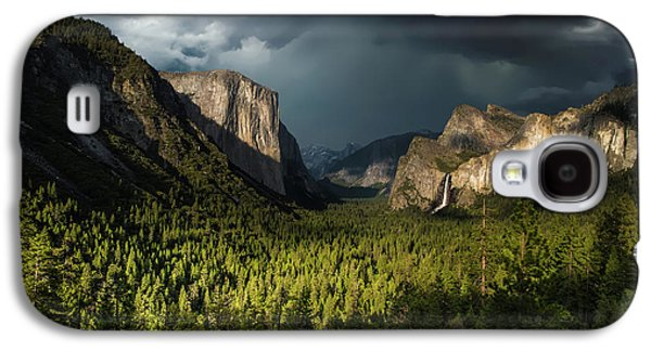 Yosemite National Park Galaxy S4 Case - Majestic Yosemite National Park by Larry Marshall