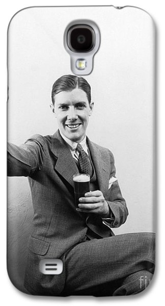 Man With Beer, C.1930s Galaxy S4 Case by H. Armstrong Roberts/ClassicStock