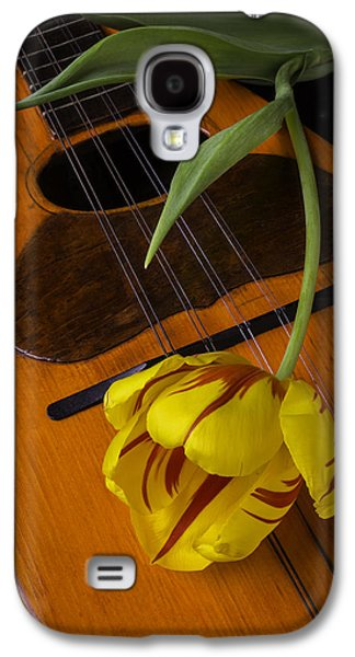 Mandolin With Red And Yellow Tulip Galaxy S4 Case by Garry Gay