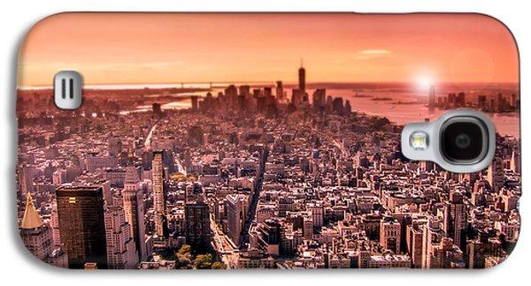 Manhattan In Red Galaxy S4 Case by Nicklas Gustafsson