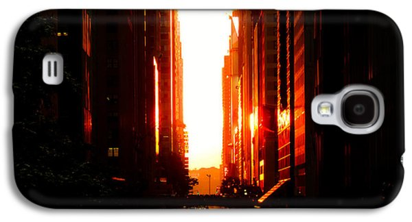 City Sunset Galaxy S4 Case - Manhattanhenge Sunset Overlooking Times Square - Nyc by Vivienne Gucwa