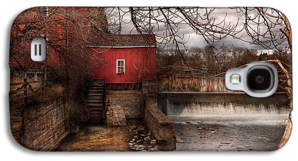 Old Mill Scenes Photographs Galaxy S4 Cases - Mill - Clinton NJ - The mill and wheel Galaxy S4 Case by Mike Savad