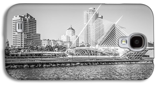 Milwaukee Skyline Photo In Black And White Galaxy S4 Case by Paul Velgos