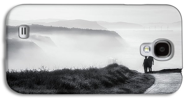 Morning Walk With Sea Mist Galaxy S4 Case by Mikel Martinez de Osaba