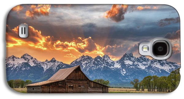 Moulton Barn Sunset Fire Galaxy S4 Case by Darren White