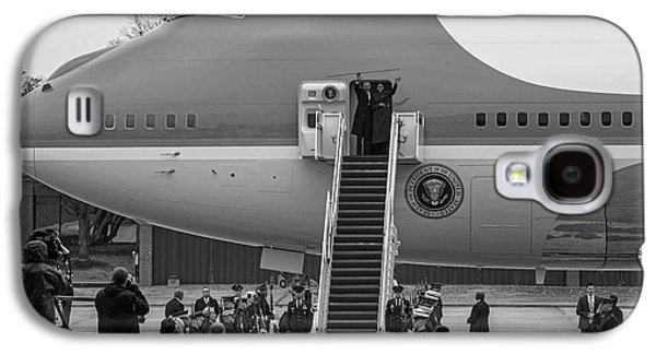 Mr And Mrs Obama Waving On Air Force One Waving Goodbye After Leaving Office Galaxy S4 Case by Valentina Lopez