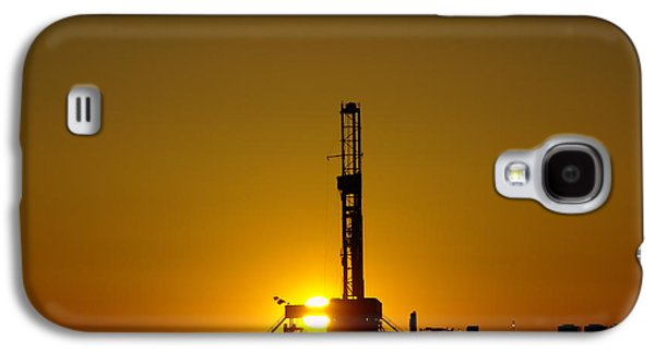 Killdeer Galaxy S4 Case - Oil Rig Near Killdeer In The Morn by Jeff Swan