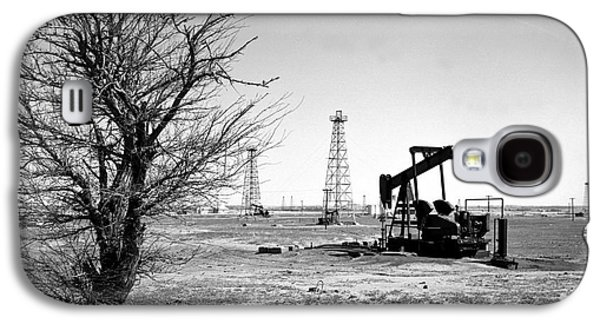 Black And White Galaxy S4 Cases - Oklahoma Oil Field Galaxy S4 Case by Larry Keahey