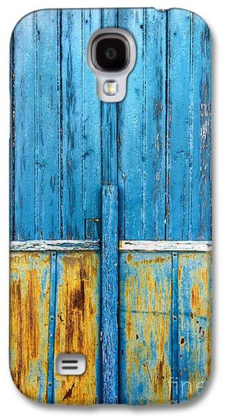 Old Blue Door Detail Galaxy S4 Case by Carlos Caetano