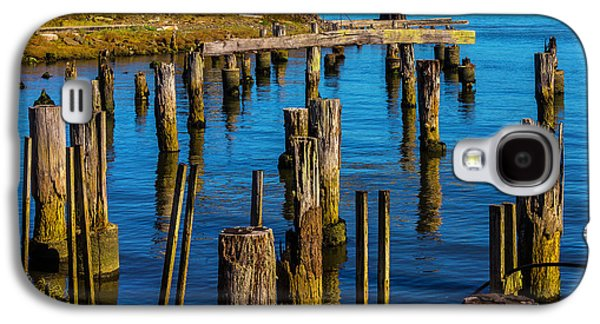 Old Boat And Pier Posts Galaxy S4 Case by Garry Gay