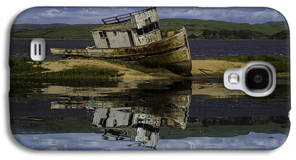 Old Boat Reflection Galaxy S4 Case by Garry Gay