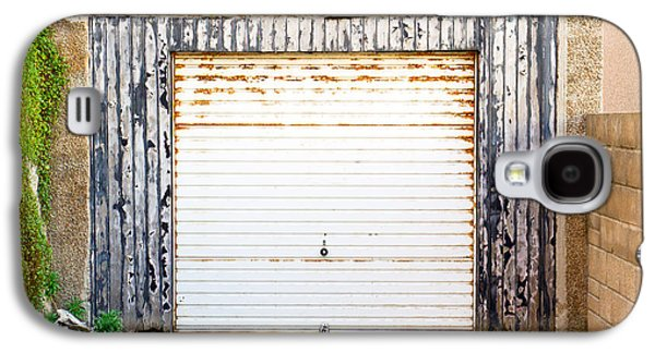Old Garage Door Galaxy S4 Case by Tom Gowanlock