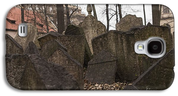 Old Jewish Cemetery In Prague Galaxy S4 Case by Juli Scalzi