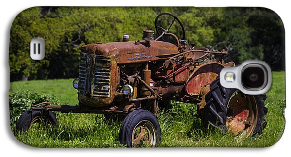 Old Red Tractor Galaxy S4 Case by Garry Gay