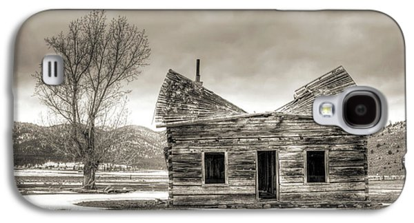 Abandoned House Photographs Galaxy S4 Cases - Old Rustic Log Cabin in the Snow Galaxy S4 Case by Dustin K Ryan