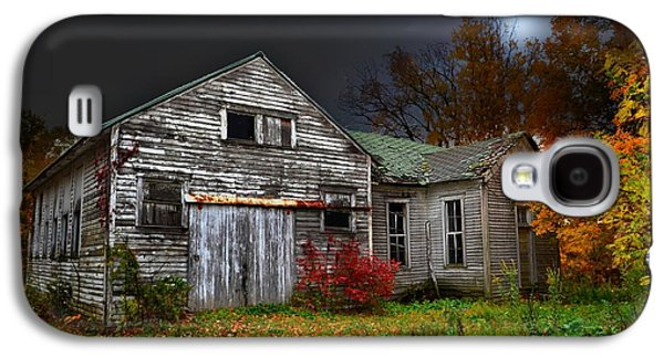 Old School House In Autumn Galaxy S4 Case