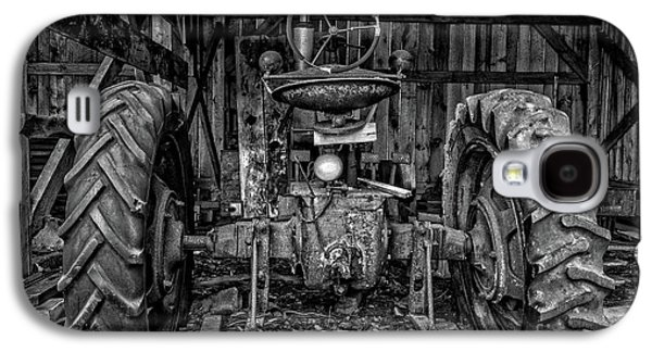 Old Tractor In The Barn Black And White Galaxy S4 Case by Edward Fielding