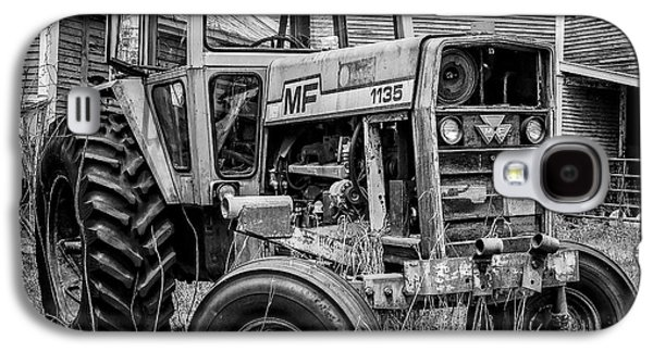 Galaxy S4 Case - Old Vintage Tractor On A Farm In New Hampshire Square by Edward Fielding