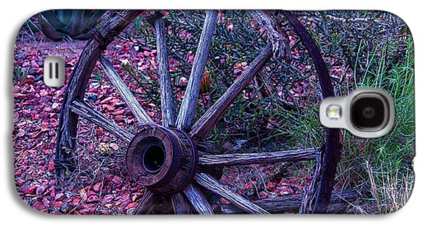 Old Wagon Wheel With Lizard Galaxy S4 Case by Garry Gay