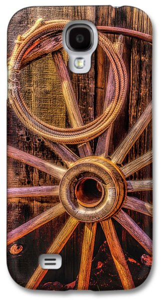 Old Wheel And Rope Galaxy S4 Case by Garry Gay