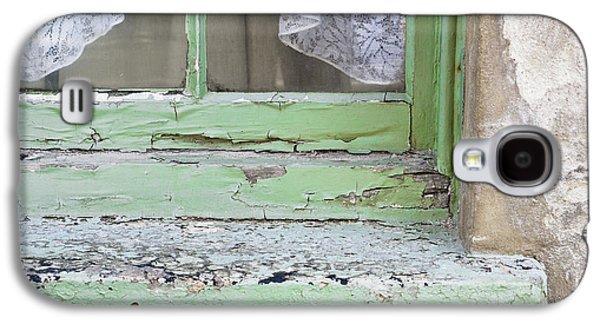 Old Windowsill Galaxy S4 Case by Tom Gowanlock