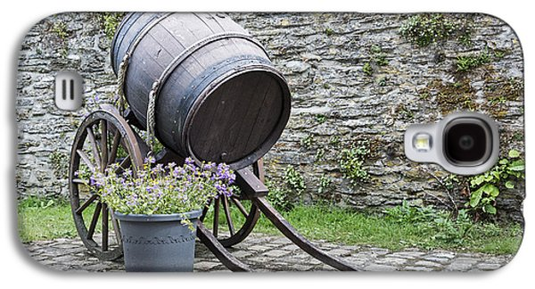 Old Wine Barrel With Wheels  Galaxy S4 Case by Compuinfoto