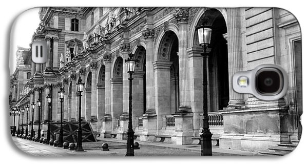 Louvre Galaxy S4 Case - Paris Louvre Black And White Architecture - Louvre Lantern Lights by Kathy Fornal