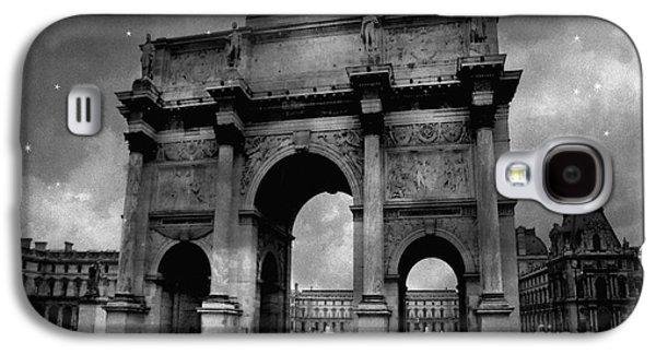 Louvre Galaxy S4 Case - Paris Louvre Entrance Arc De Triomphe Architecture - Paris Black White Starry Night Monuments by Kathy Fornal