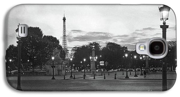 Paris Place De La Concorde Plaza Night Lanterns Street Lamps - Black And White Paris Street Lights Galaxy S4 Case by Kathy Fornal