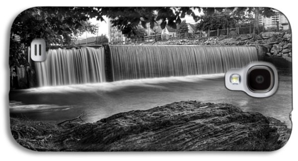 Pigeon River At Old Mill In Black And White Galaxy S4 Case by Greg Mimbs